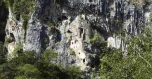 Мчиштинский скальный замок в Абхазии